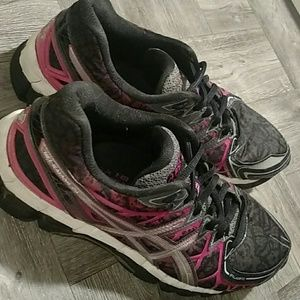 ASICS GEL WOMANS SIZE10 (20TH ANNIVERSARY EDITION)